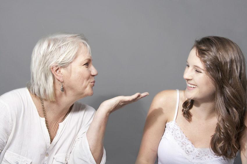 Matka i córka w dniu matki. Dwie kobiety i miłość
