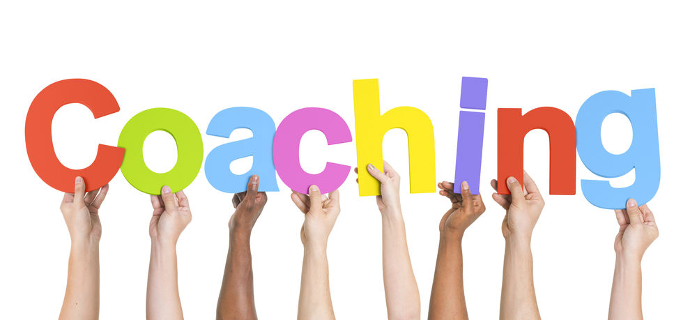 Ręce z napisem coaching. Do artykuły coaching a psychoterapia