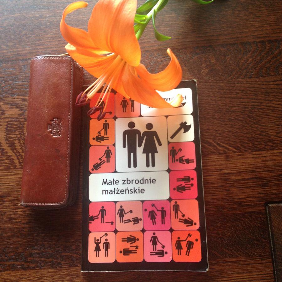 Okładka książki Małe zbrodnie małżeńskie i kwiat lilii