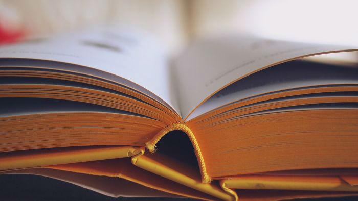Otwarta książka symbol wiedzy i świadomości